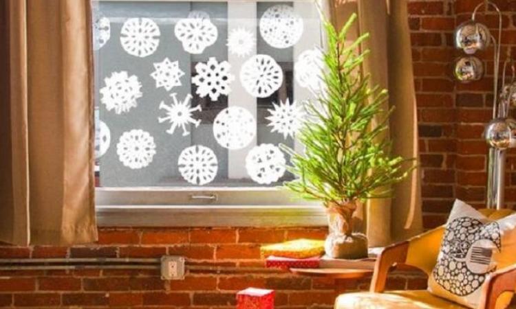 Une super idée pour bricoler des flocons de neige bien ronds!