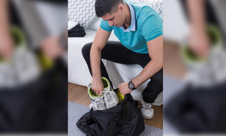En ouvrant son sac d'entraînement, il s'est juré de régler le problème d'odeurs et il a réussi!
