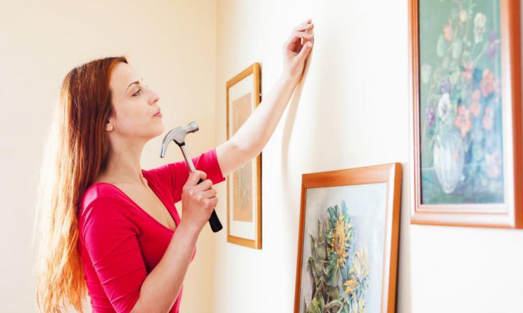 Cette astuce changera pour toujours votre façon d'installer un cadre au mur! C'est vraiment génial!