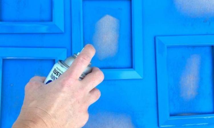 Avec un peu de peinture et de la colle chaude, voyez ce qu'elle arrive à faire avec des cadres à 1 $!