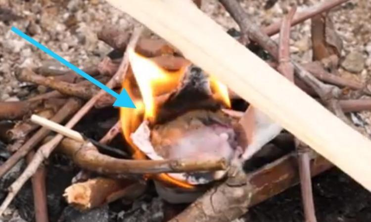 J'ai tellement impressionné mon chum avec ma façon d'allumer un feu en camping, il n'en revient toujours pas!