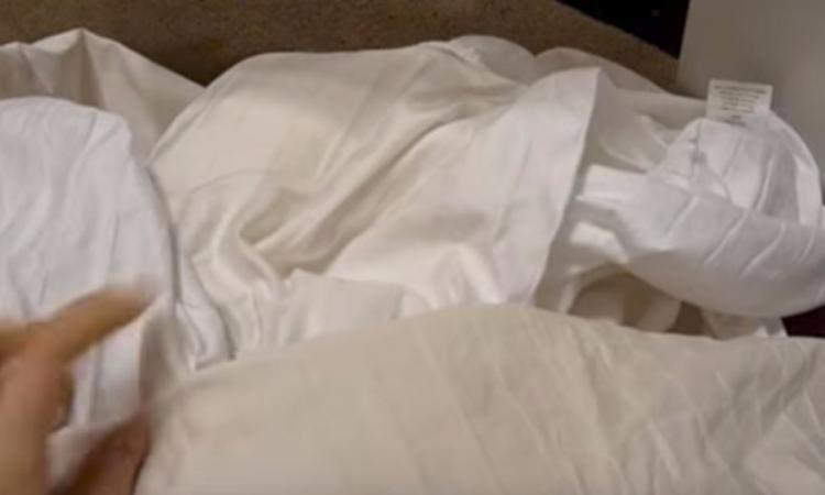 Ce qu'elle ajoute avec ses draps dans la laveuse règle un gros problème que plusieurs rencontrent!