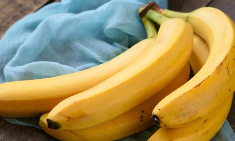 Éloignez les mouches à fruits et empêchez vos bananes de noircir avec une seule astuce géniale!